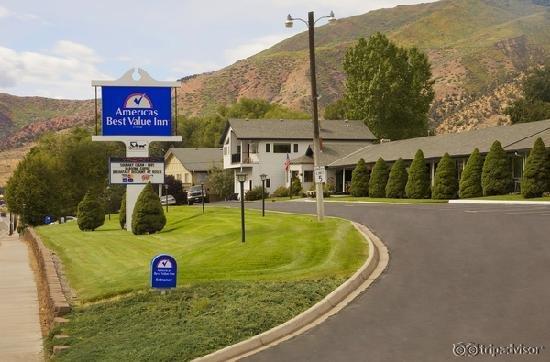 Hanging Lake Inn