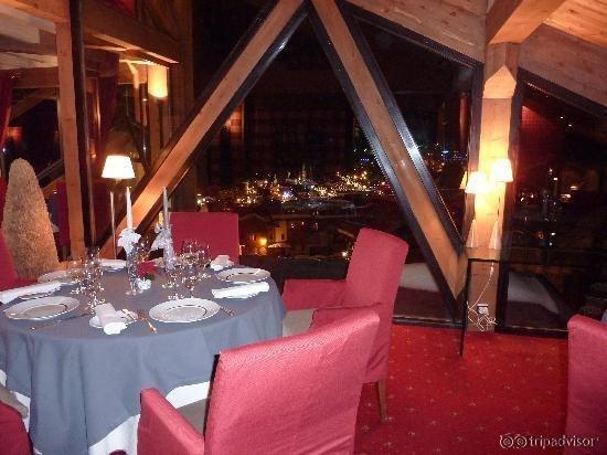 Hotel Pomme de Pin / Bateau Ivre