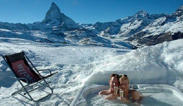 Hot tub at Zermatt's Iglu Village, Switzerland - © Iglu-dorf