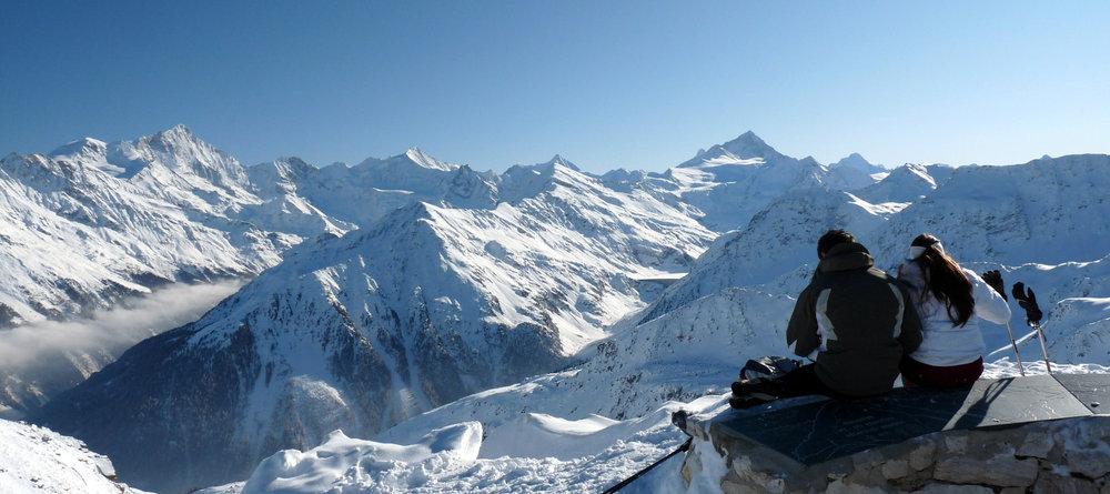 Vue sur les hauts sommets depuis le domaine skiable de Grimentz-Zinal - © Val d'Anniviers Valais