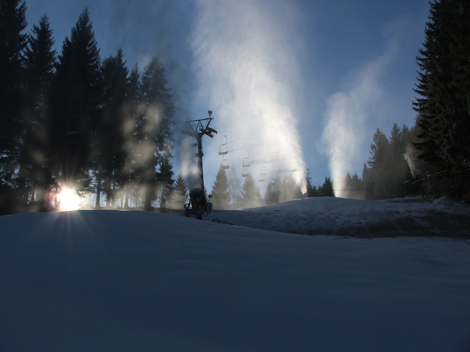 Snow making at Raliska, CZ (Dec 10, 2014) - © Rališka