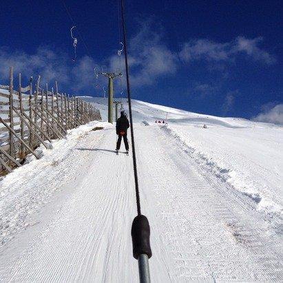 130 cm di neve un po' esagerato diciamo 30 cm completamente ghiacciata, mattinata freddissima ma bel pomeriggio di sole, bar della pista chiuso dal 25 al 31.........ottima scelta strategica direi.........