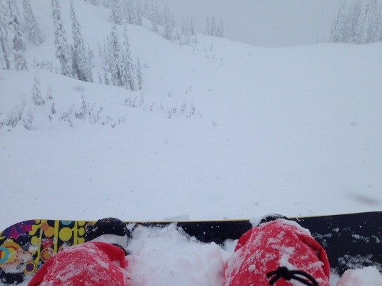 Unreal pow day!!!! Great conditions and the snow isn't stopping anytime soon!