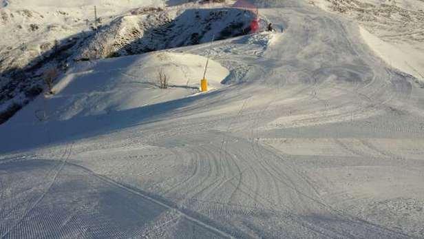 considerata la scarsa quantità di neve naturale disponibile,le piste sono state preparate bene e si scia alla grande su valgussera e montebello. aperto amche conca nevosa ma con molti sassi.