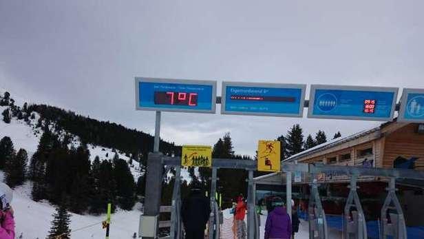 Wettervorhersage stimmt überhaupt nicht, es hat nicht einmal minus Temperaturen auf dem Berg.  Bild wurde um halb 11 gemacht.
