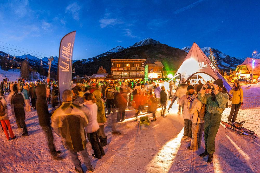 Animations d'une fin de journée sur le front de neige du Seignus - © R. Palomba / OT du Val d'Allos