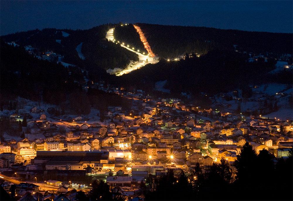 Ski en nocturne sur les pistes éclairées de Gerardmer - © L. Hego / OT Gerardmer - Xonrupt