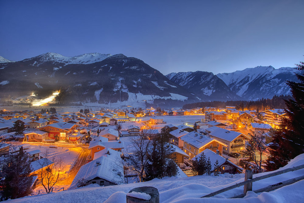 At night, the area glows like a warm chimney - © Wildkogel Arena