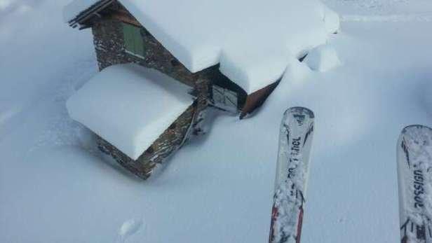 Mucha mucha nieve!! Piste eccellenti per lo sci. Zero vento e una visibilità ottimale. Una delle montagne più spettacolari della Lombardia - ©Henry Arismendi TerraQua