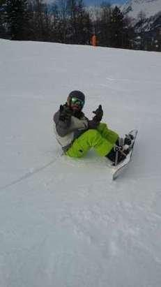 Giornata stupenda neve bellissima mi sono divertito tantissimo... Ringrazio la mia maestra di snowboard per la pazienza che ha a sopportarmi