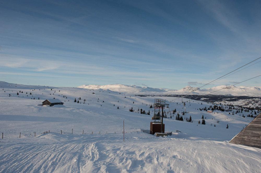Utsikten fra en av toppene på Ål Skisenter er meget pene. - © Eirik Aspaas
