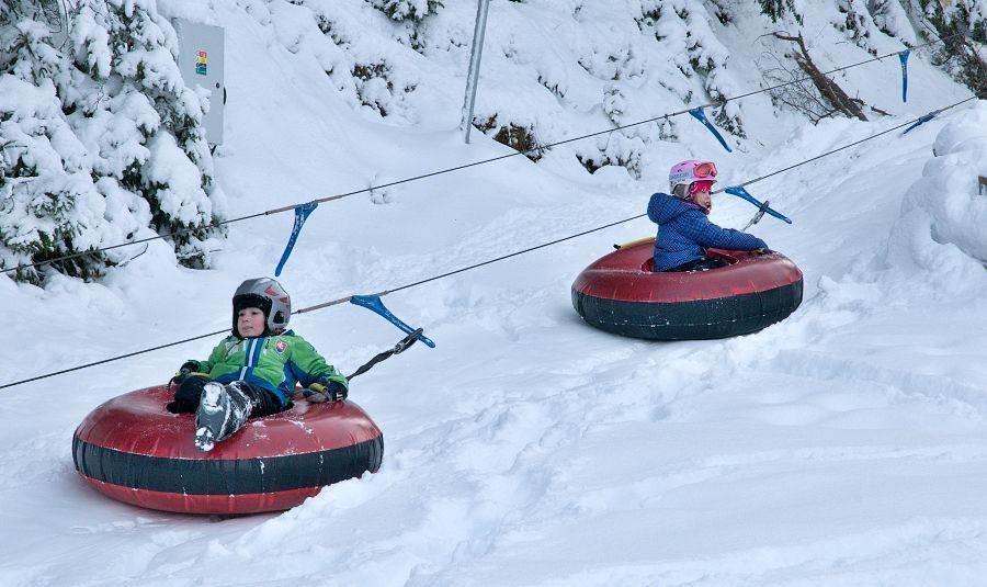 Children enjoy snowtubing - © Facebook Opalisko