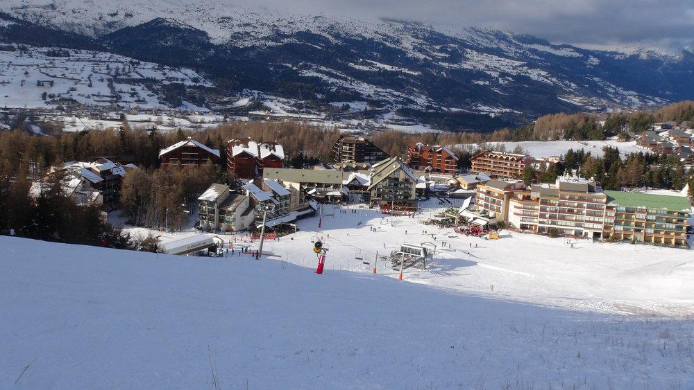 Vue sur la station de la Joue du Loup depuis les pistes de ski - © Stéphane GIRAUD-GUIGUES / Skiinfo.fr