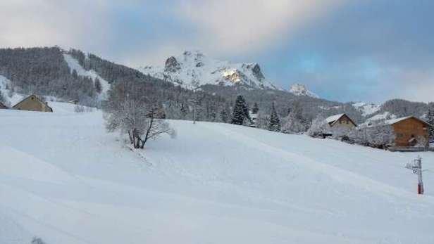 Avec les dernières chutes de neige, il y en a définitivement assez pour la semaine. Le domaine est toujours aussi beau et super pour skier.