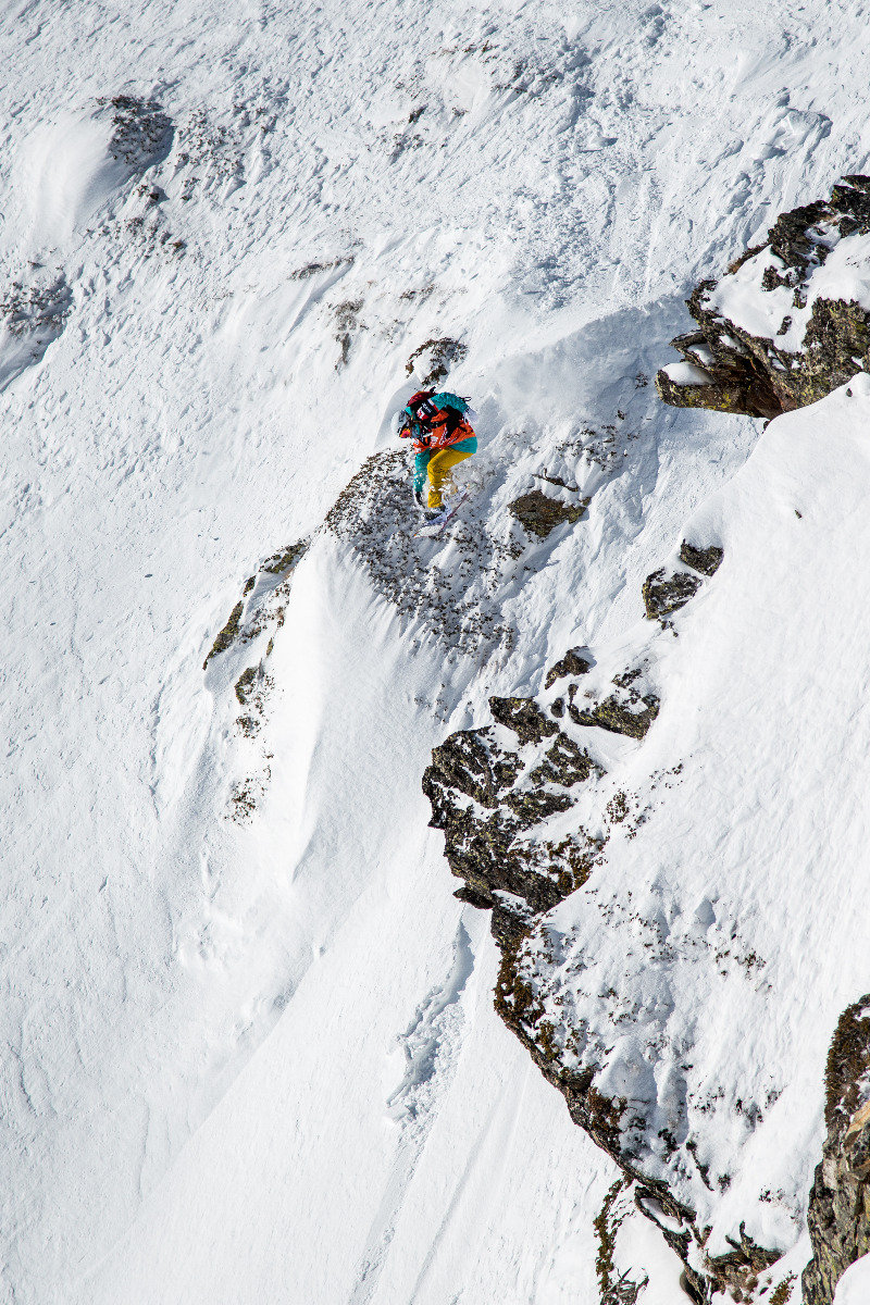 Nicola Thost (GER) mit einem mächtigen Drop - © Freeride World Tour | David Carlier