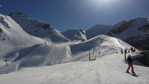piste ben innevate, neve molto farinosa, ma nel complesso le piste reggono abbastanza bene!