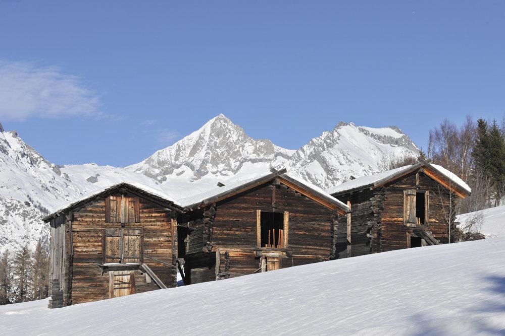 Ein malerischer Anblick bieten hier die schweizerischen Berge - © Philipp Gattlen - Moosalpregion