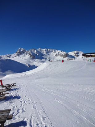 Courchevel - [! skireport_firsthandpost_pagetitle ] - © james masson's iPhone