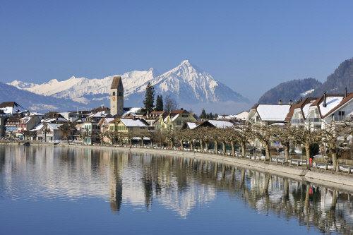 Sicht auf Altstadt von Unterseen - © Interlaken Tourismus - swiss-image.ch/Jost von Allmen