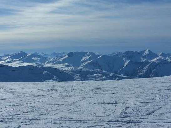 Courchevel - super dans les hauteurs mais la neige vers la station commence à manquer sur certaines pistes  - © afernandez