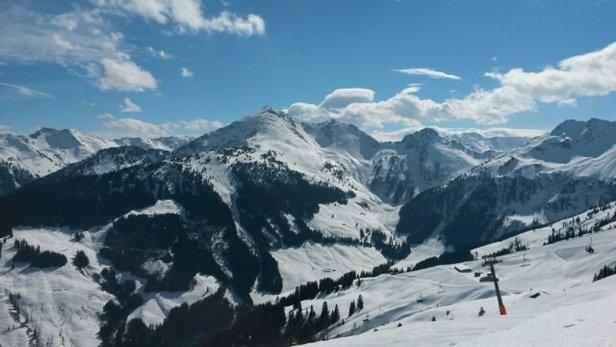 Alpbach - Ski Juwel Alpbachtal Wildschönau - Pisten gut präpariert, heut nicht so sonnig, da läuft auch die Talabfahrt noch ganz gut. Und echt wenig los.  - © esther.weidner153