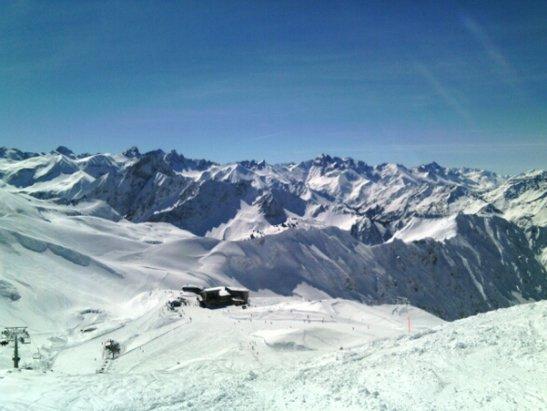 Oberstdorf - Nebelhorn - Vormittags unberührte Pisten mit viel Powder - © michaelgoduscheit