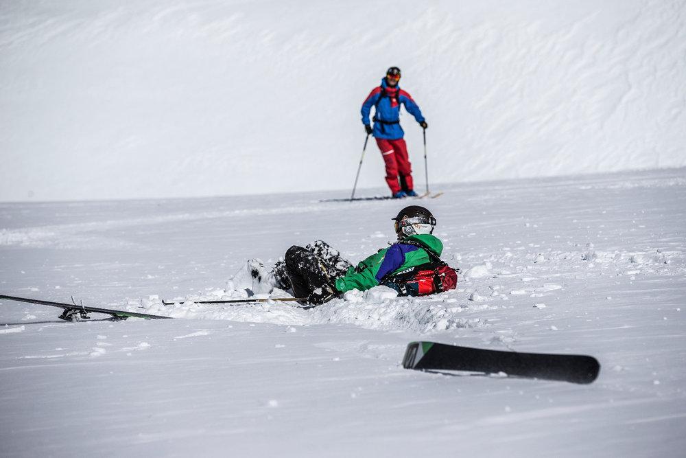 Die Tücken des Untergrunds: Fährt man vom harten in den weichen Schnee, ist schnelles Umschalten gefragt. Verlagert man das Gewicht falsch, kann man schon mal im Schnee landen - © Christoph Jorda | www.christophjorda.com
