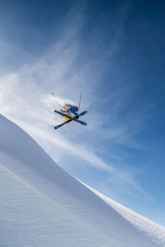 Auch Usbeken können skifahren: Der einheimische Freerider Denis Grigorev hebt auch ohne Helikopter ab