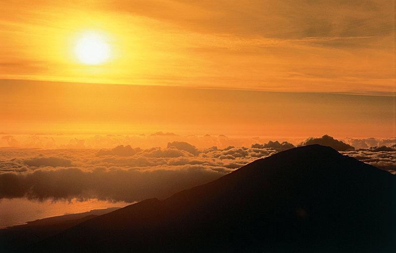 Haleakala Sonnenuntergang - © Hawaii Visitors and Convention Bureau (HVCB) / Linda Ching