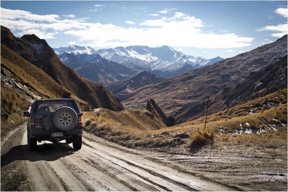 Mit dem Jeep geht es Richtung Schnee - © Oreli B.