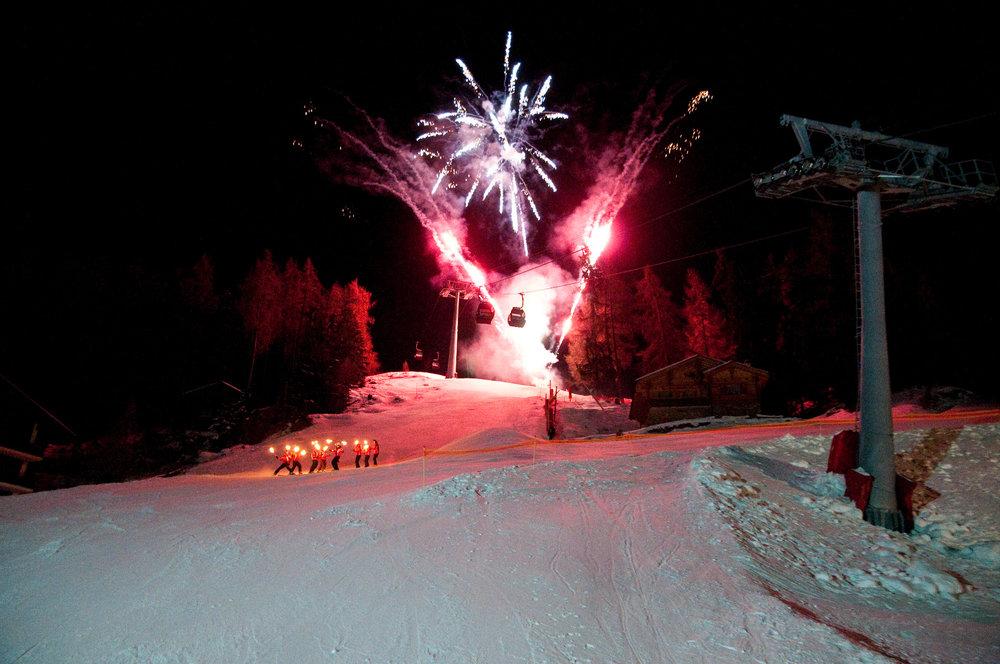 Descente aux flambeaux et feu d'artifice à Veysonnaz - © lafouinographe.com