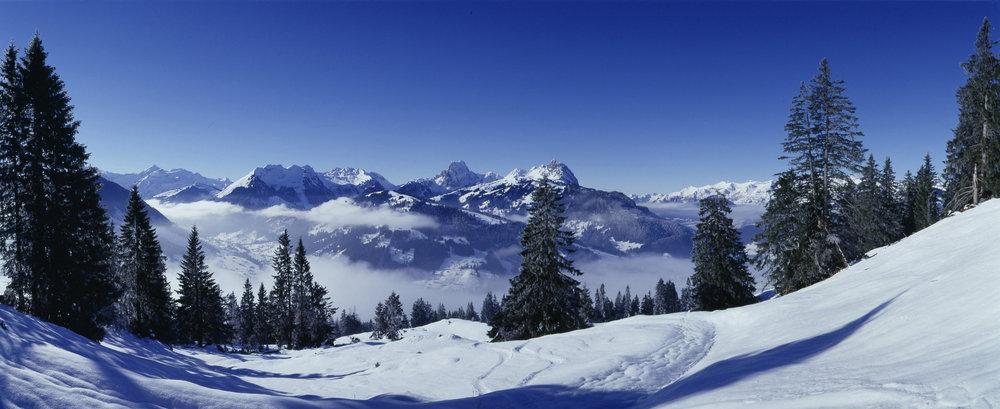 Tutoyez les sommets environnants depuis le domaine skiable de Gstaad Mountain Rides - © Gstaad Saanenland Tourismus