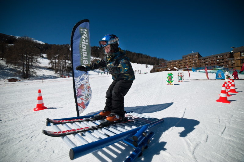 Apprentissage du ski sur les pistes de ski des Karellis - © Office de Tourisme des Karellis