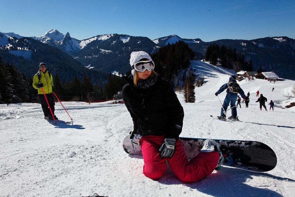Conditions idéales pour une journée de snowboard à Bellevaux-Hirmentaz - © Office de Tourisme des Alpes du Leman