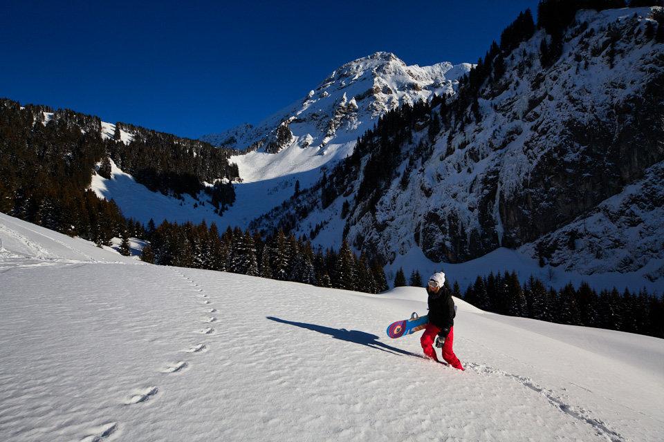 Escapade en hors piste à proximité du domaine skiable de Bellevaux-Hirmentaz - © Office de Tourisme des Alpes du Leman