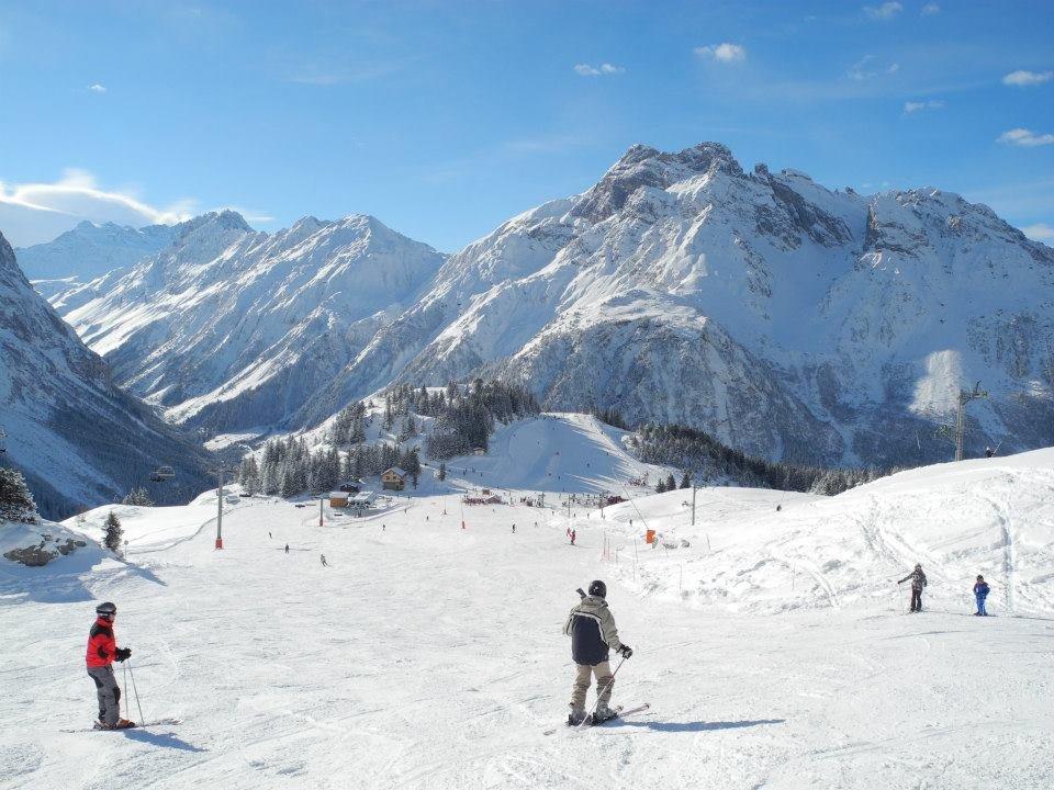 Ski au coeur d'un magnifique paysage sur les pistes de Pralognan la Vanoise - © Office de Tourisme de Pralognan la Vanoise