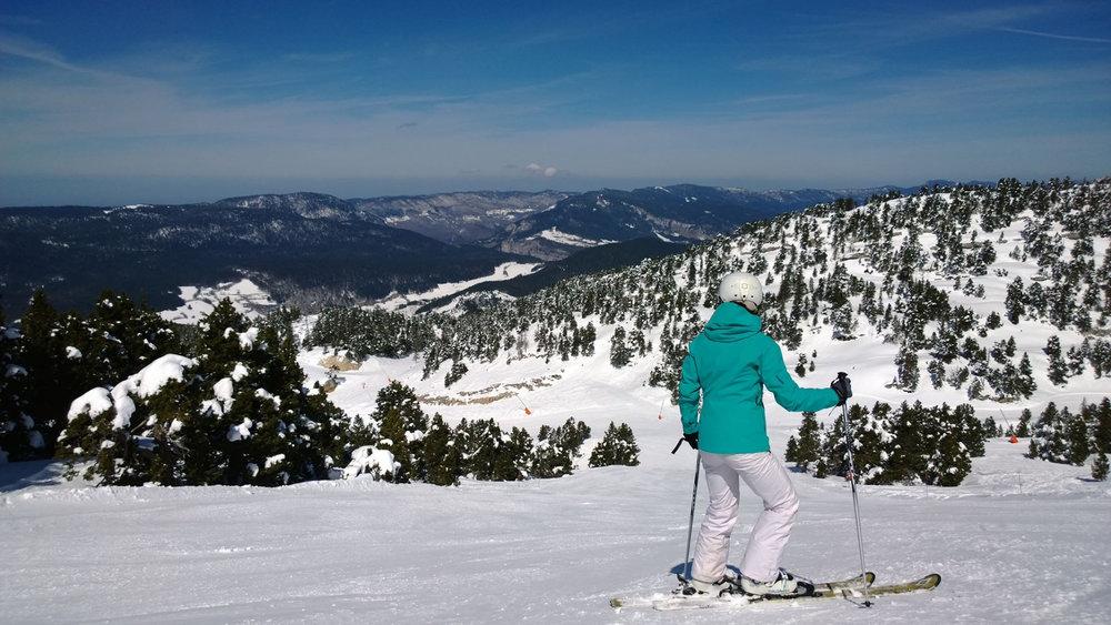 Conditions idéales (soleil et neige fraîche) sur les pistes de ski de Villard de Lans - © Office de Tourisme de Villard de Lans