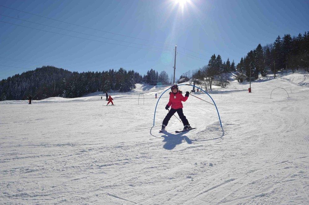 Apprentissage du ski sur les pentes de Montmin-Col de la Forclaz - © Station de Montmin-Col de la Forclaz