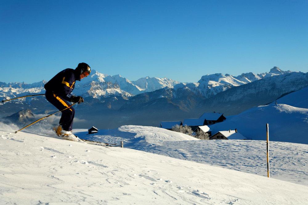 Ski sur les pistes des Brasses - © Station du Massif des Brasses