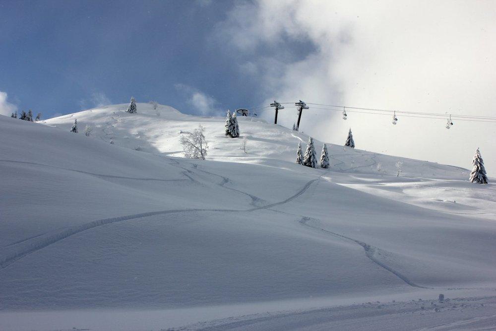 Conditions idéales (soleil et neige fraîche) sur les pistes de ski des brasses - © Station du Massif des Brasses
