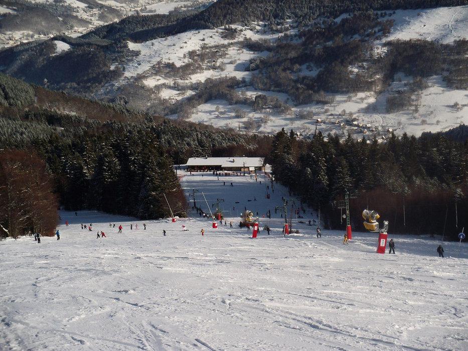 Conditions idéales (soleil et neige fraîche) sur les pistes de ski du Schnepfenried