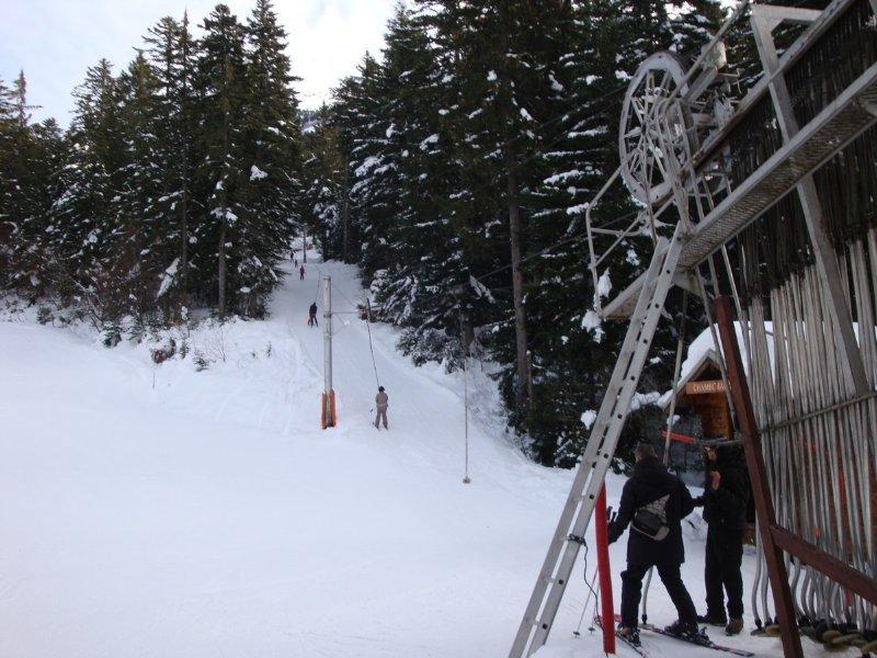 En route pour les pistes de ski du Col de Porte via le téléski de Chamechaude - © Station de ski du Col de Porte