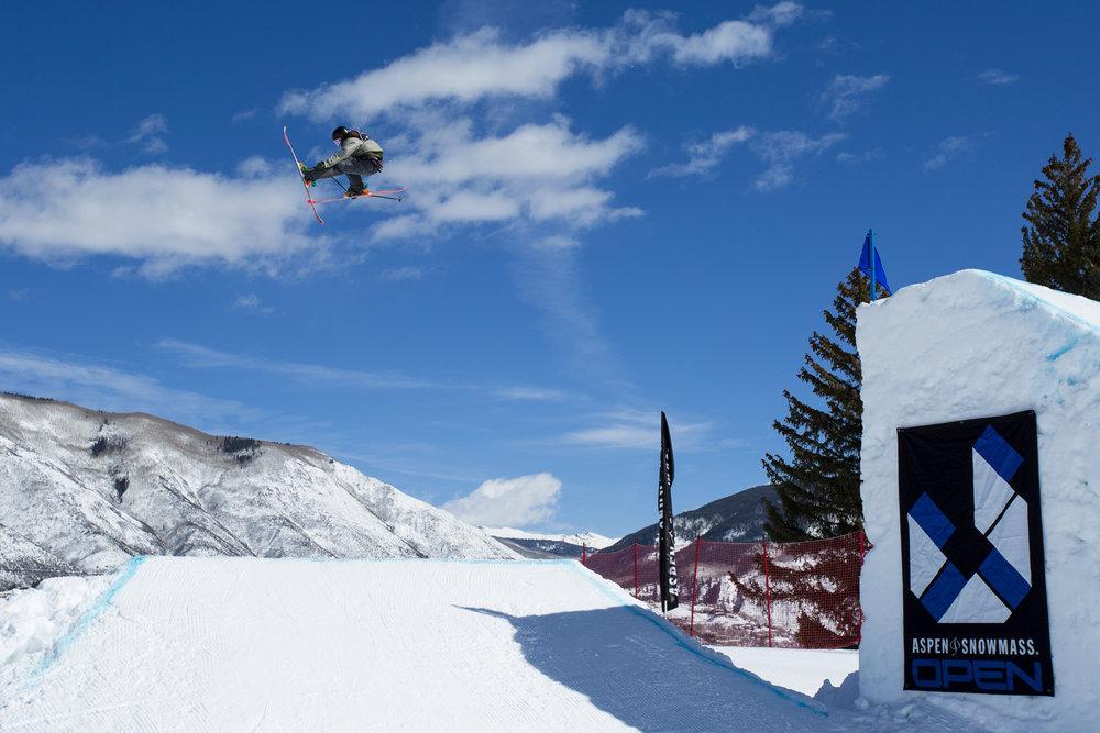 A bluebird Aspen/Snowmass Open on Buttermilk. - © Jeremy Swanson