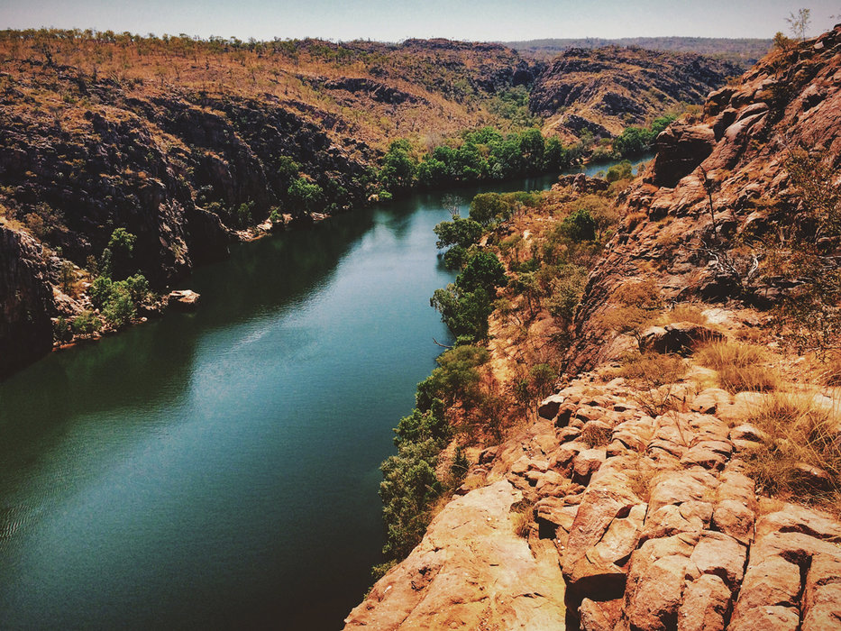 Die Parks bieten wunderschöne Ausblicke aus einer Mischung von Wüste, rotem Sand und Wasser - © Julia Mohr   Florian Reuter