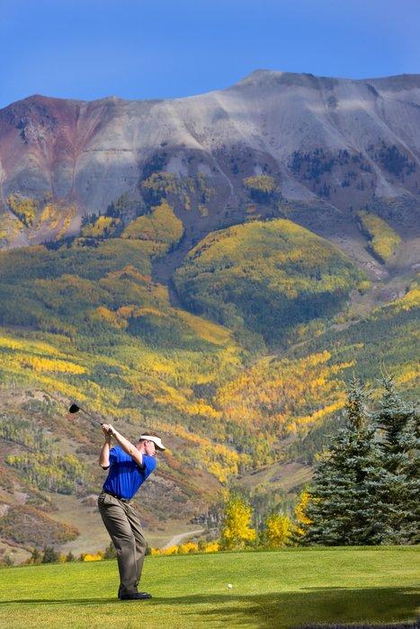 Peaks Resort & Spa golf - © Peaks Resort & Spa