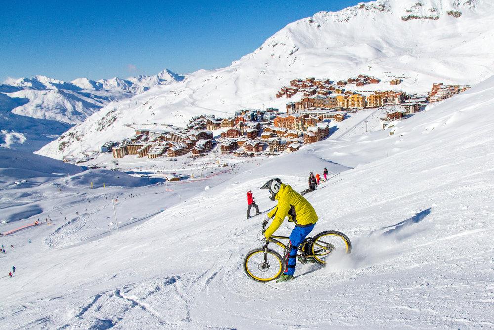 En VTT sur neige, tout est un question d'équilibre et de glissades plus ou moins contrôlées... - © C. Cattin / OT Val Thorens