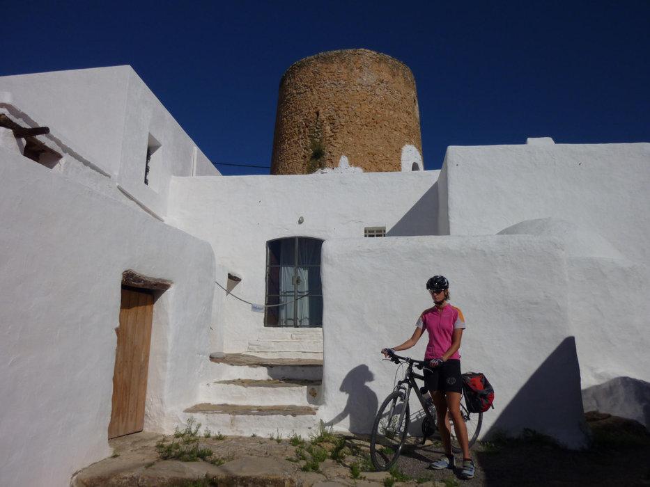 Auf Ibiza kann nicht nur gefeiert, sondern auch ausgesprochen gut Rad gefahren werden - © Armin Herb