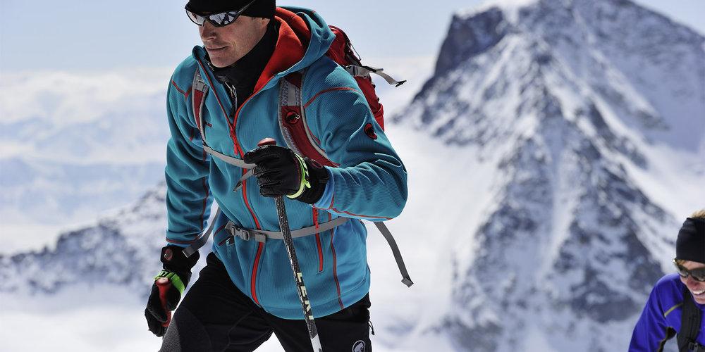 Julegave til skikjøreren - En jakke fra Mammut hjelper til med å holde varmen igjennom vinteren. Dessuten ser de bra ut også! - © www.mammut.ch