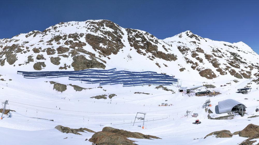 Fotovoltaické panely na ledovci Pitztal - © Pitztaler Gletscherbahn