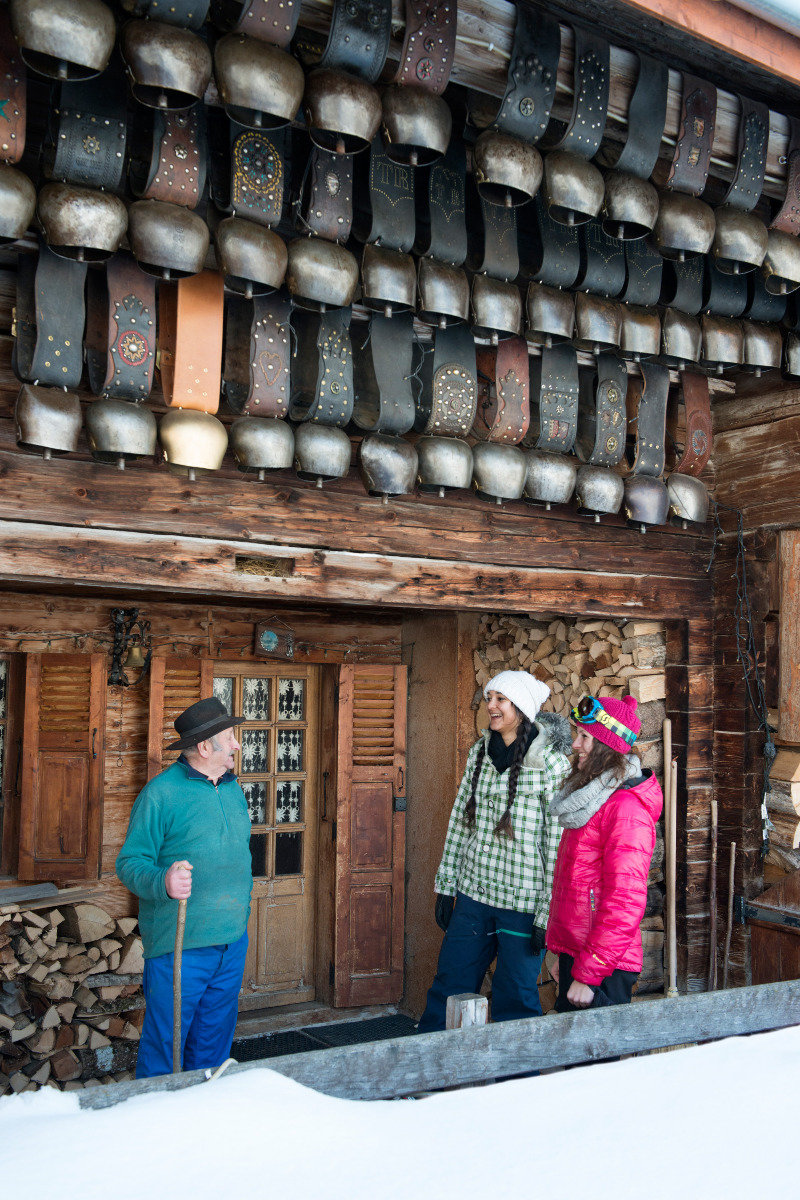Rencontre et découverte du patrimpine local, c'est ça aussi les vacances au Grand Bornand - © P. Lebeau / Les Aravis